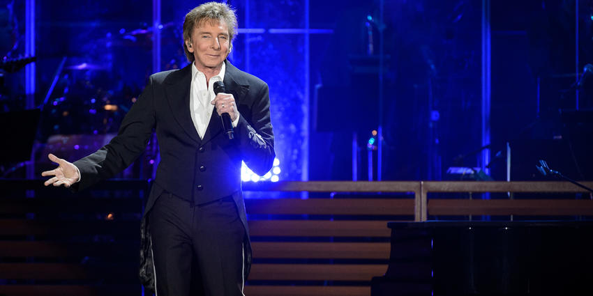Barry Manilow smiles at the crowd during his performance at the Bryce Jordan Center in 2017.