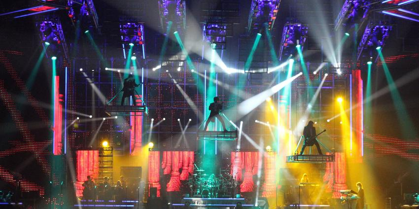Trans-Siberian Orchestra combined a night at the symphony & rock-n-roll with stimulating light & production pieces at the BJC.