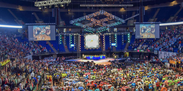 All dancers with stage in background during the final hours of THON 2019